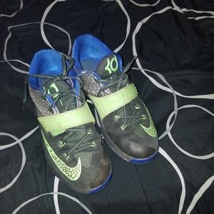 KDs size 5.5 youth